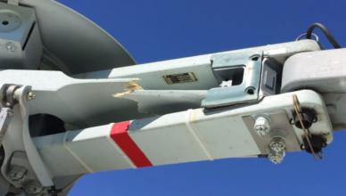 Поврежденный Star-flex вертолета AS350 (нажмите для увеличения)